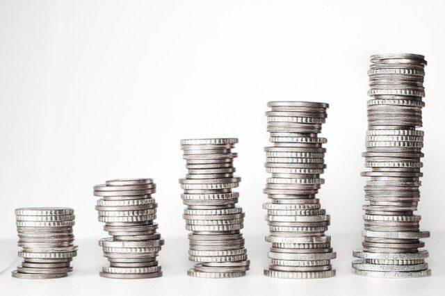 Jak odłożyć pieniądze na biznes?
